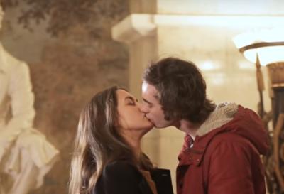 В метро Екатеринбурга провели «акцию поцелуев» против карантинных запретов